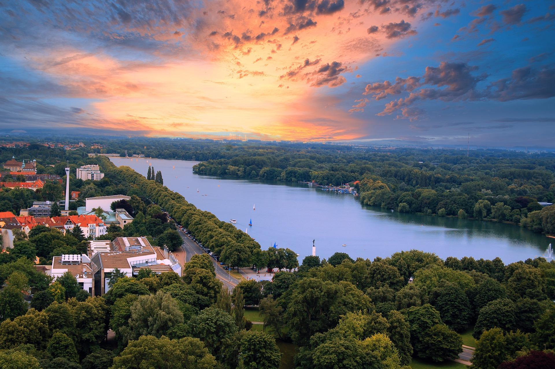 Maschsee Hannover bei Sonnenuntergang, Förderung für Klimaschutzprojekte