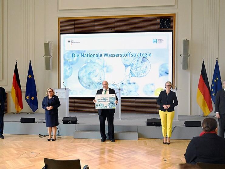 Bundesminister Altmaier und weitere Minister beim Pressetermin zur Verabschiedung der Nationalen Wasserstoffstrategie.