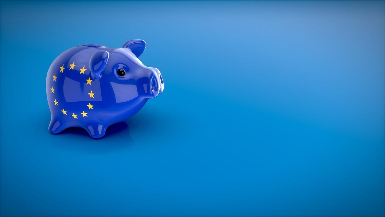 Sparschwein mit EU-Flagge.