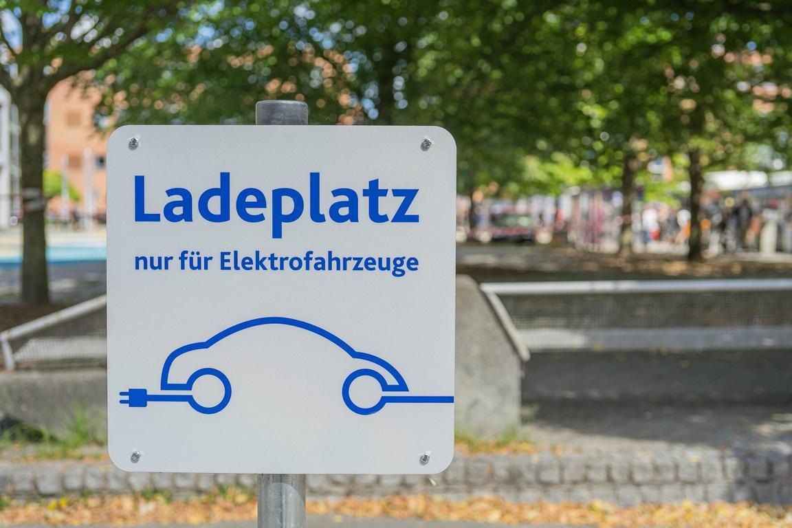 Schild für Ladeplatz für Elektrofahrzeuge